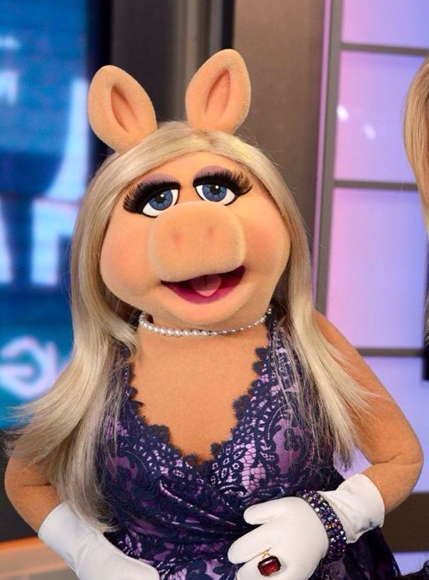 miss piggy wearing a purple dress � muppets pinte�
