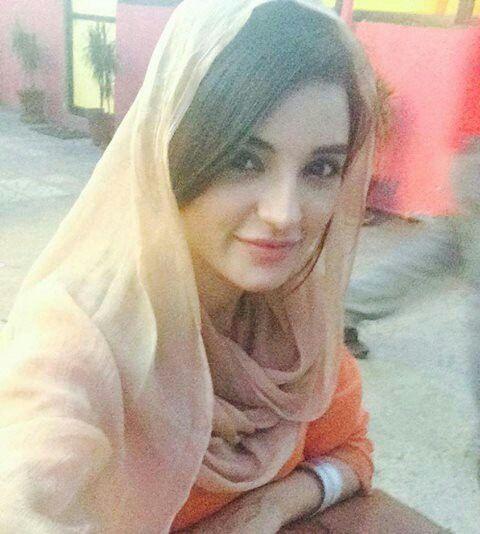 Simple beautiful pakistani girl