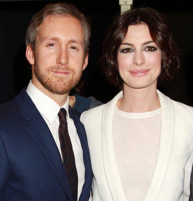 """Anne Hathaway Relationship: Ces Célébrités En Couple Avec Des Gens """"ordinaires"""