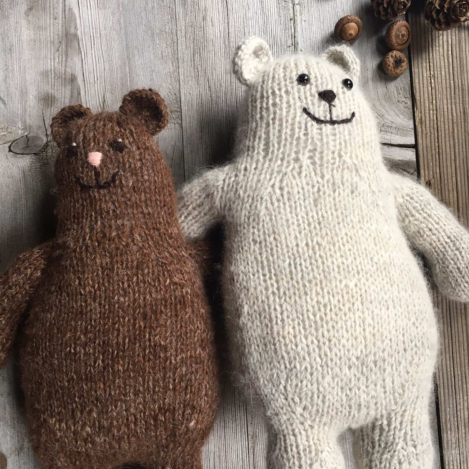 FREE - Otso, a lovely toy bear pattern to knit in The Border Mill for Loop. This delightfully versatile little friend can be knit either flat or in the round #knittedtoys