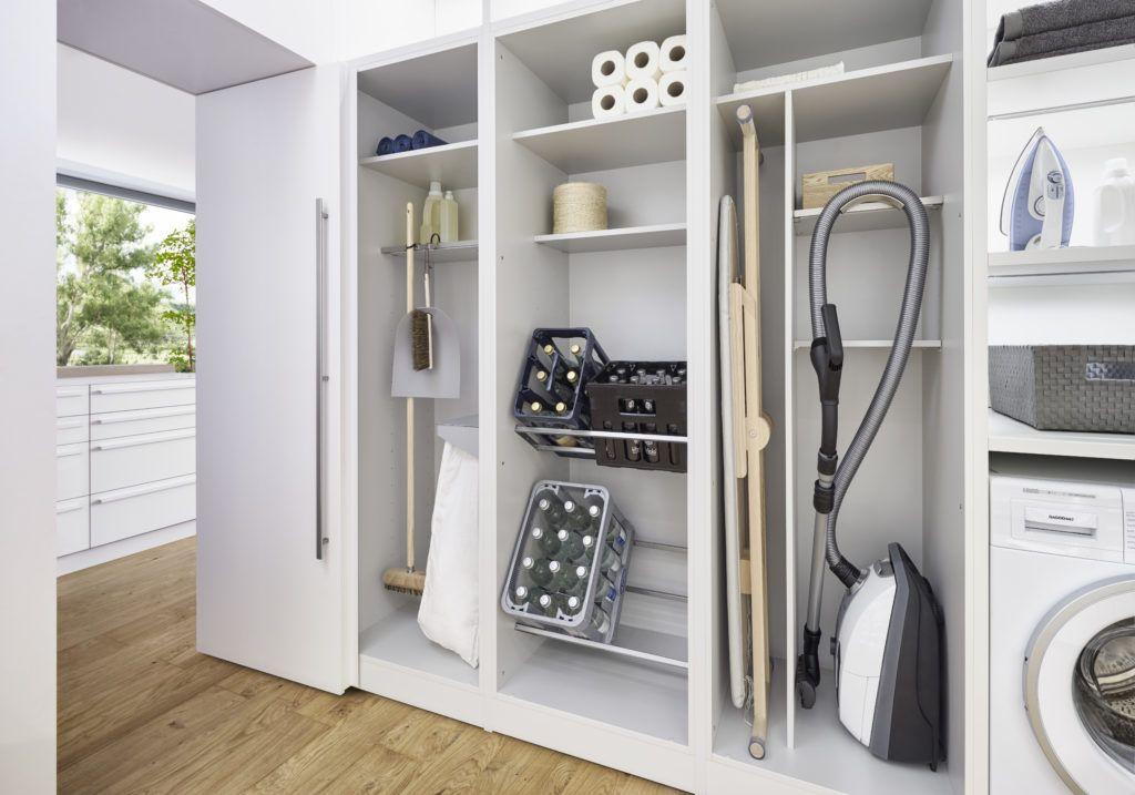 Photo of Durch den Küchenschrank in die Speisekammer: Küche und Hauswirtschaftsraum von Leicht, Schüller und Siematic – Küchenfinder