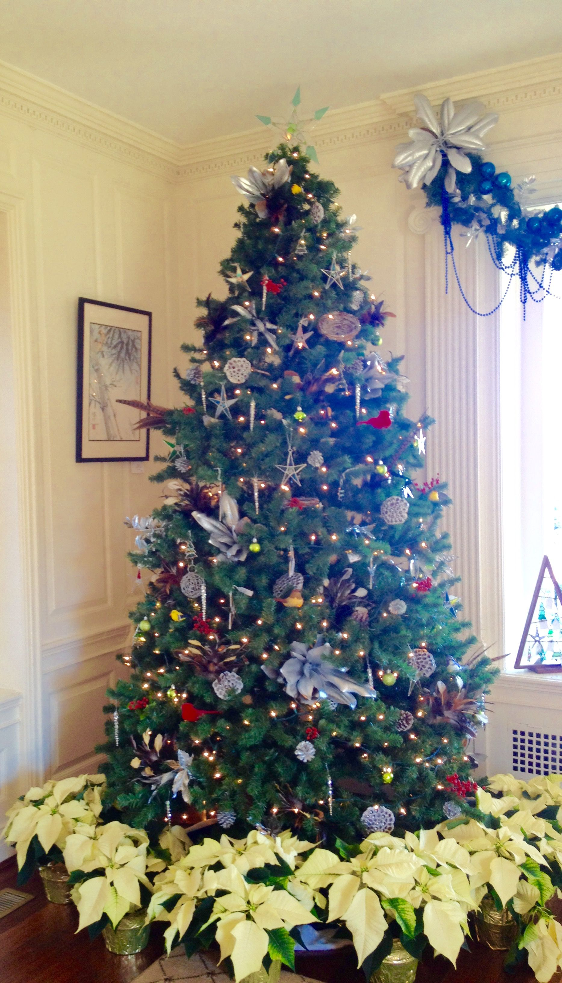 2015 Tree with poinsettias