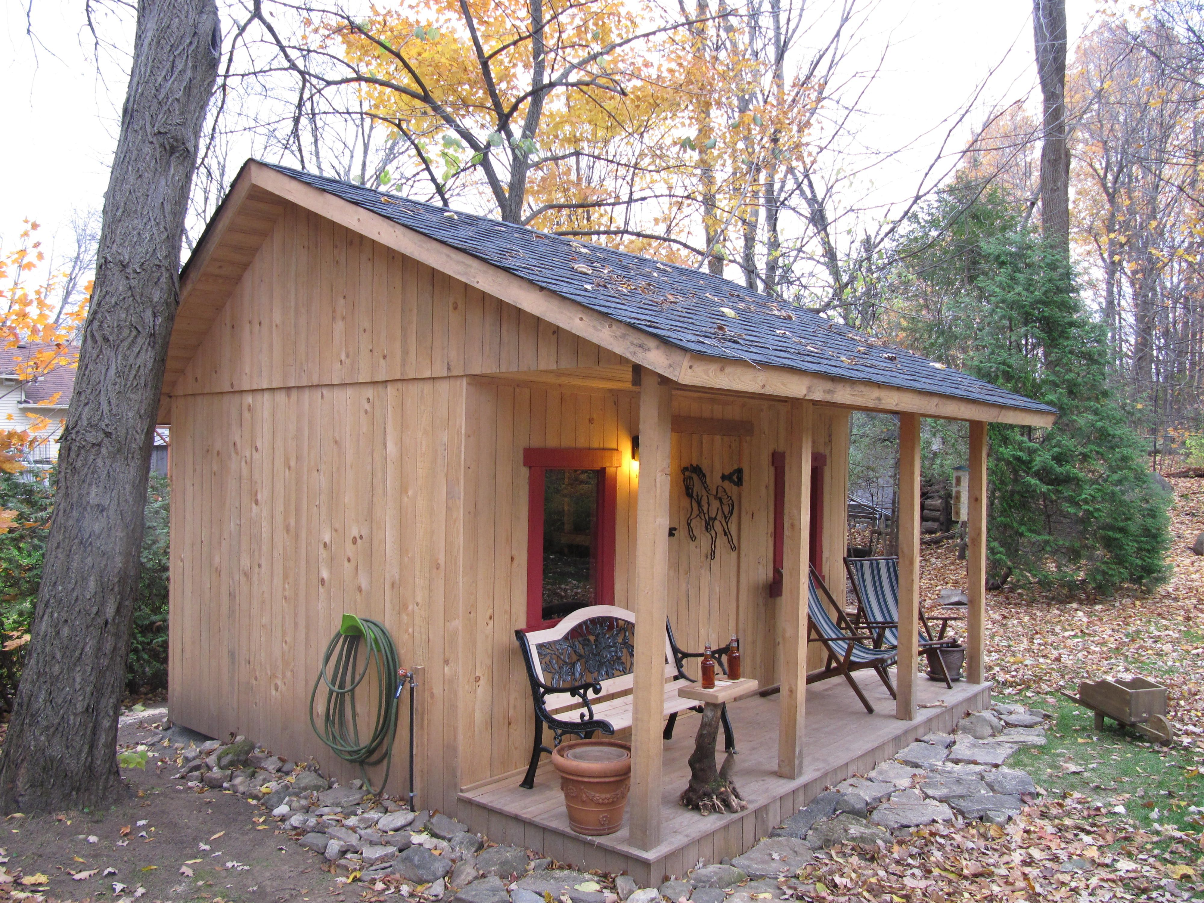 Notre cabanon en pruche cabane jardin outdoor structures backyard et outdoor - Baraque de jardin ...