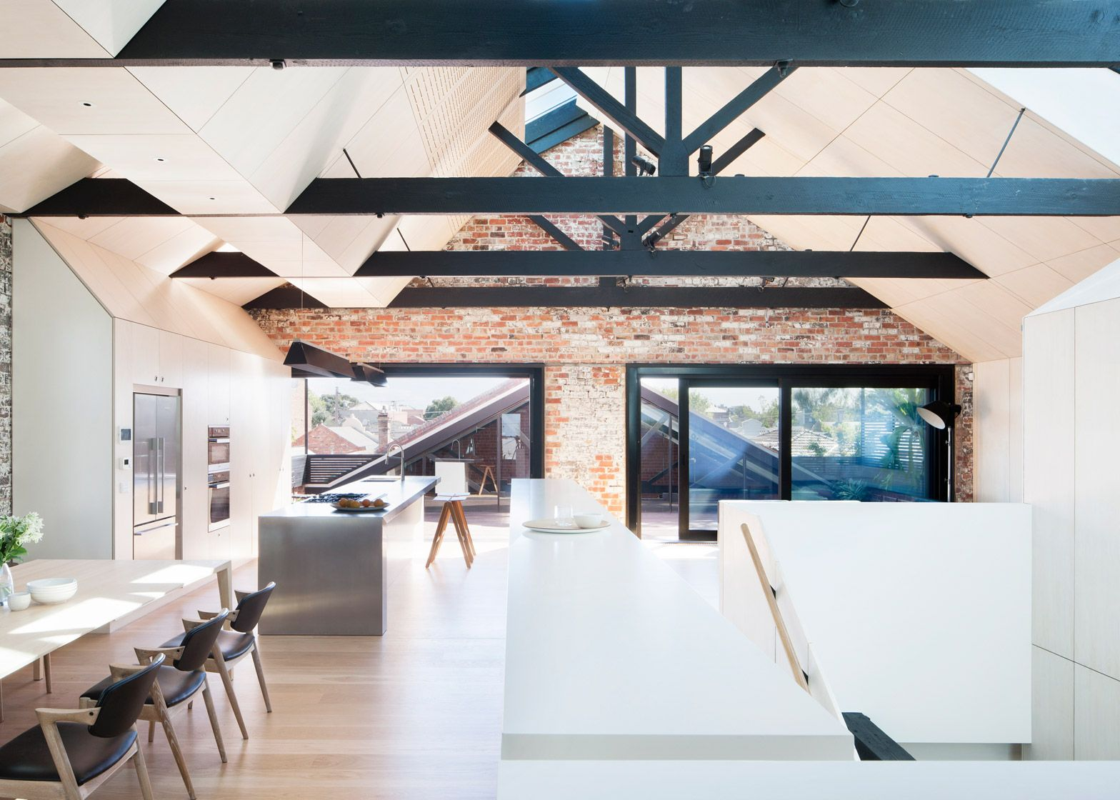 Andrew Simpson Architects Has Converted A Red Brick Warehouse In Melbourne Into A Loft Style Residence Warehouse Home Converted Warehouse House Design
