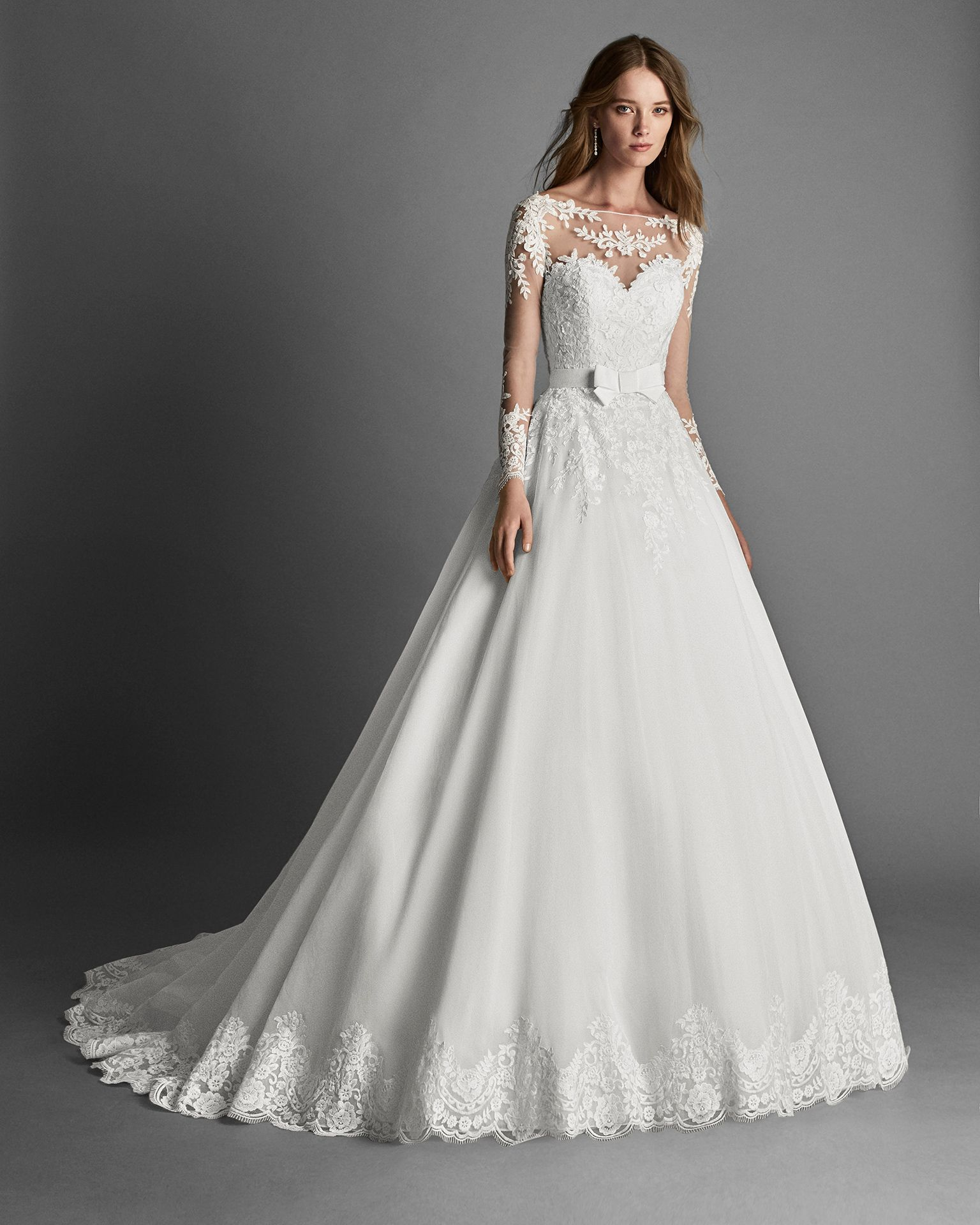 Princessstyle garza and lace wedding dress with long sleeves and