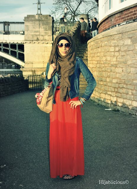 Red maxi skirt- love the whole look!