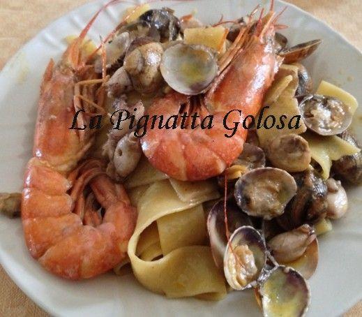 Pappardelle alle Vongole, Gamberoni e Calamaretti (Mezzo Scoglio Bis)
