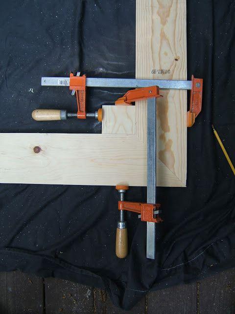 pedazo cuadrado de madera sujetada desde dos ángulos si usted no ...
