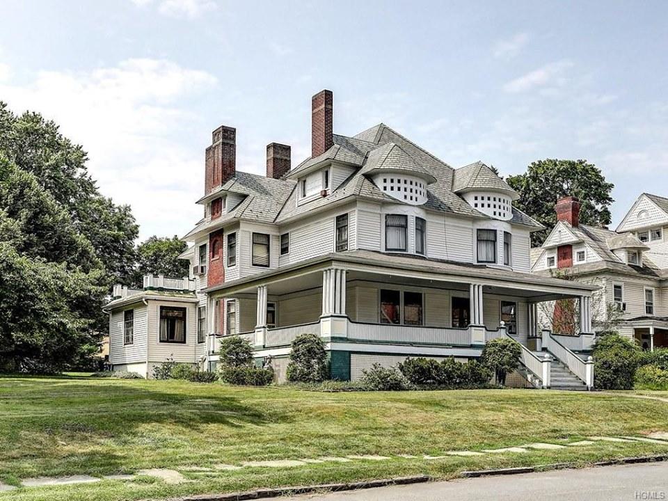 31 Highland Avenue, Middletown, New York c.1887. 4,084