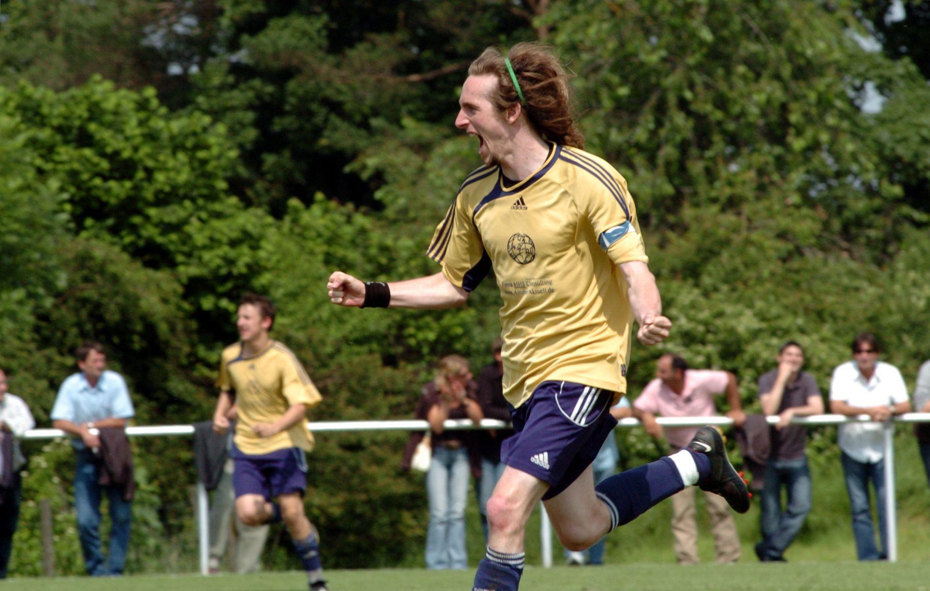 Saison 2007-2008 Aufstieg in die Kreisliga Aufstiegsspiel in Utting FC Greifenberg - MTV Dießen 1:5 Nico Weis trifft zum vorentscheidenden 3:1