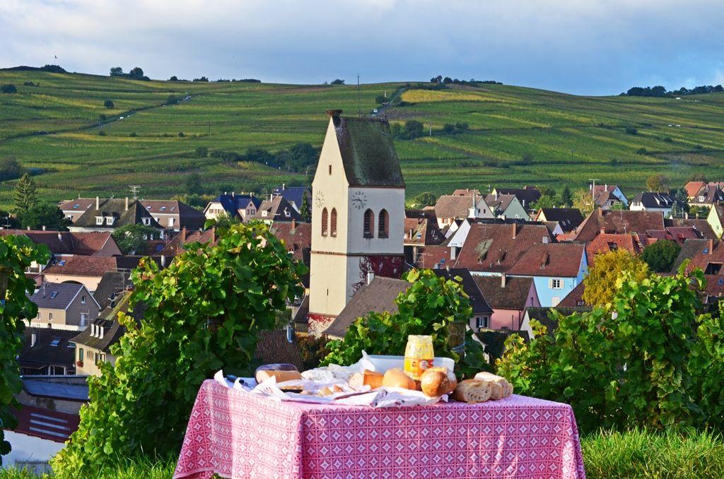 Casse Croute Matinal Dans Le Vignoble De Mittelwihr Photo Didierjean Vinsalsace Com Vin Alsace Vignoble Region Viticole