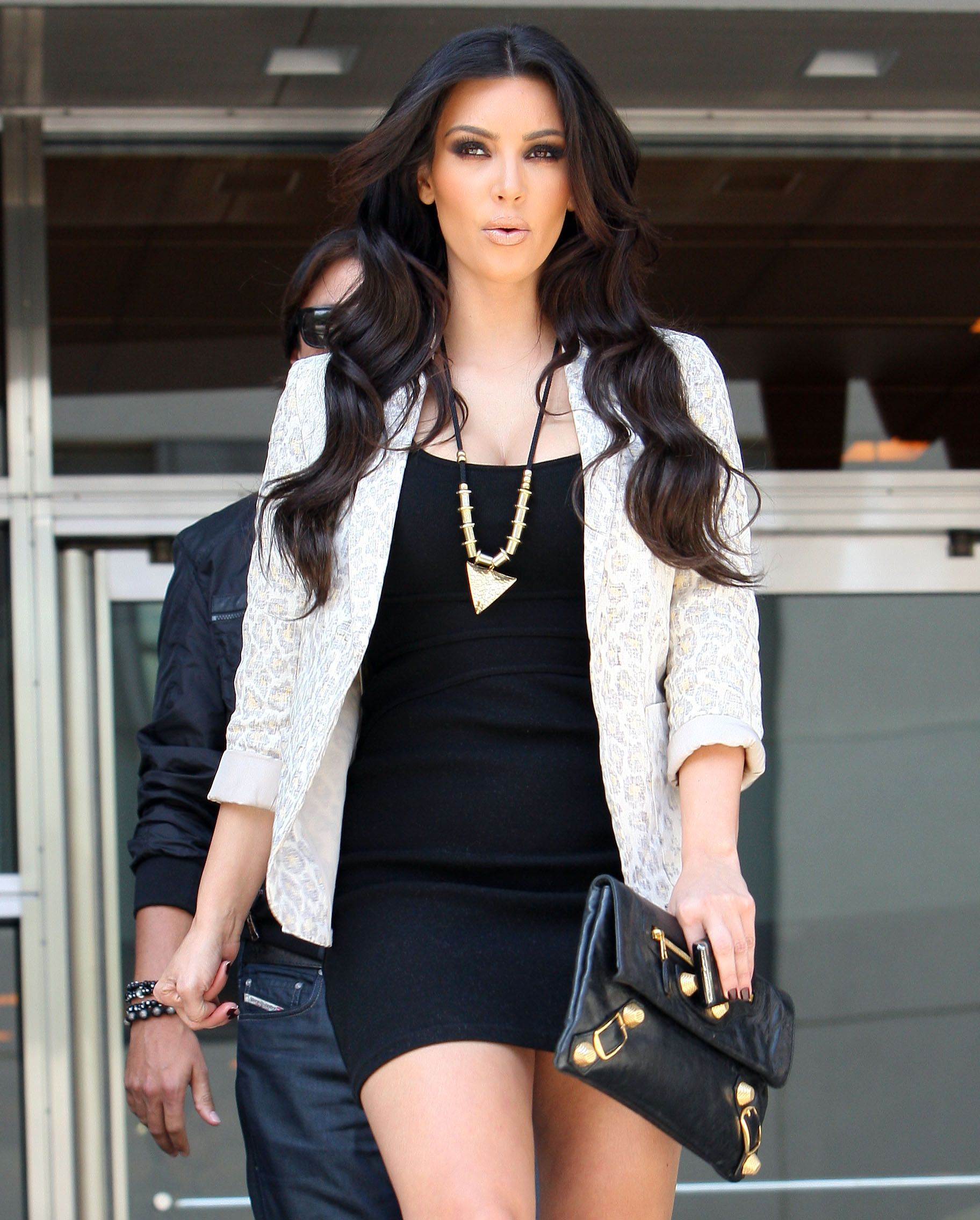 302211d1281633529-kim-kardashian-black-dress-white-jacket-headed ...