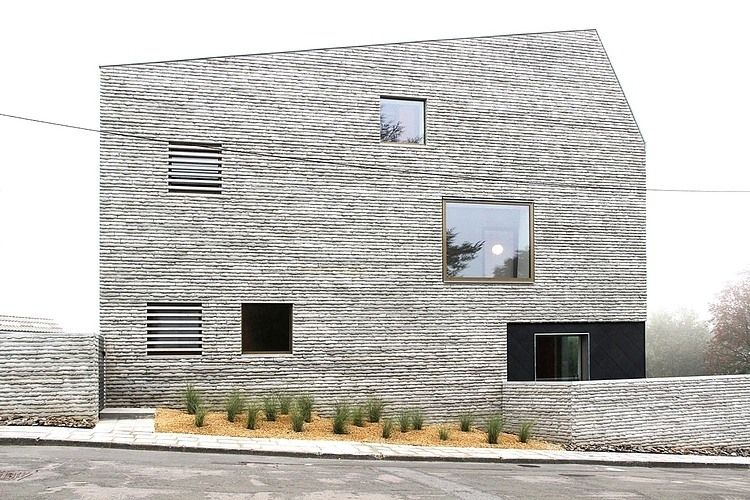 The facade is just amazing. Wall House / AND\'ROL Architecture ...
