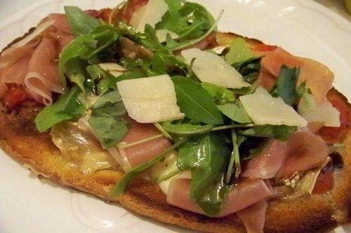 Cuisine en folie: bruschetta tomate- serrano-parmesan-roquette , tomates-thon-câpres et courgettes-chèvres frais