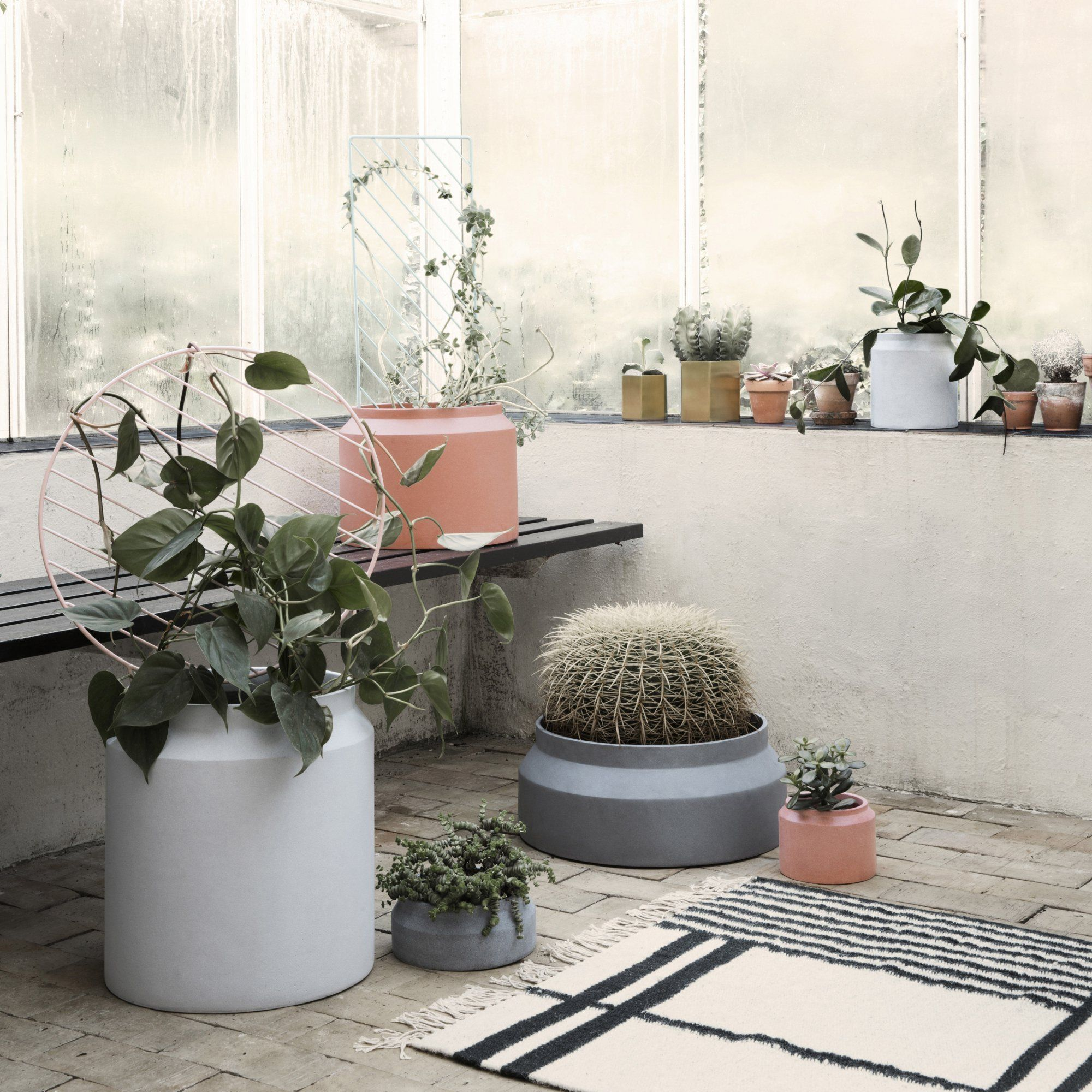 des pots de fleurs terracotta design et moderne. Black Bedroom Furniture Sets. Home Design Ideas