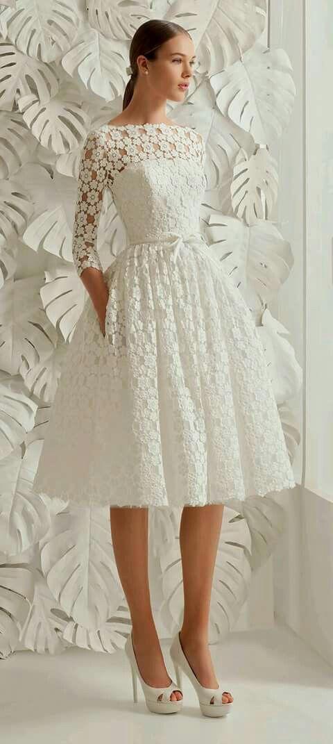divino vestido de encaje blanco, con un feel de los 50s pero se ve