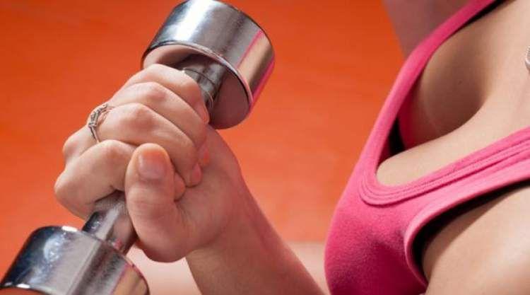 7c6b3acbb Conheça os melhores exercícios para levantar os seios e detone a flacidez. Aprenda  fazer o