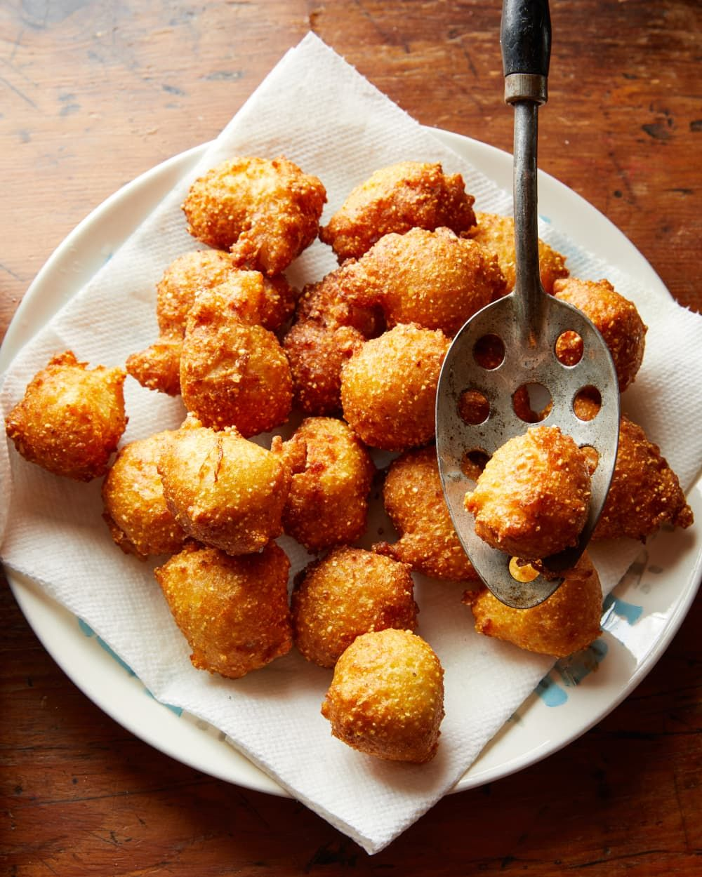 Here S How To Make The Absolute Best Southern Hush Puppies Recipe In 2020 Hush Puppies Recipe Cooking Recipes Food