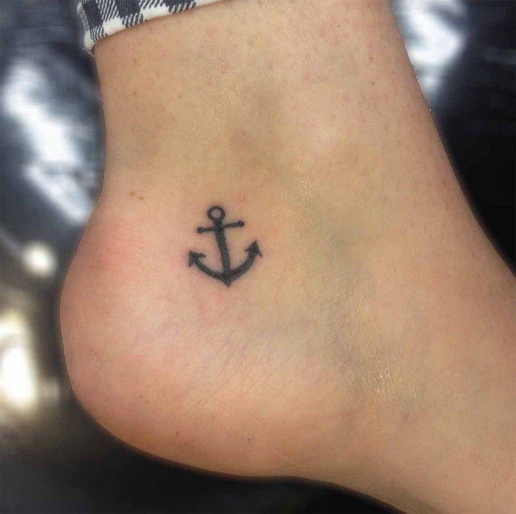 tatouage ancre marine en 15+ idées inspirantes pour hommes et femmes