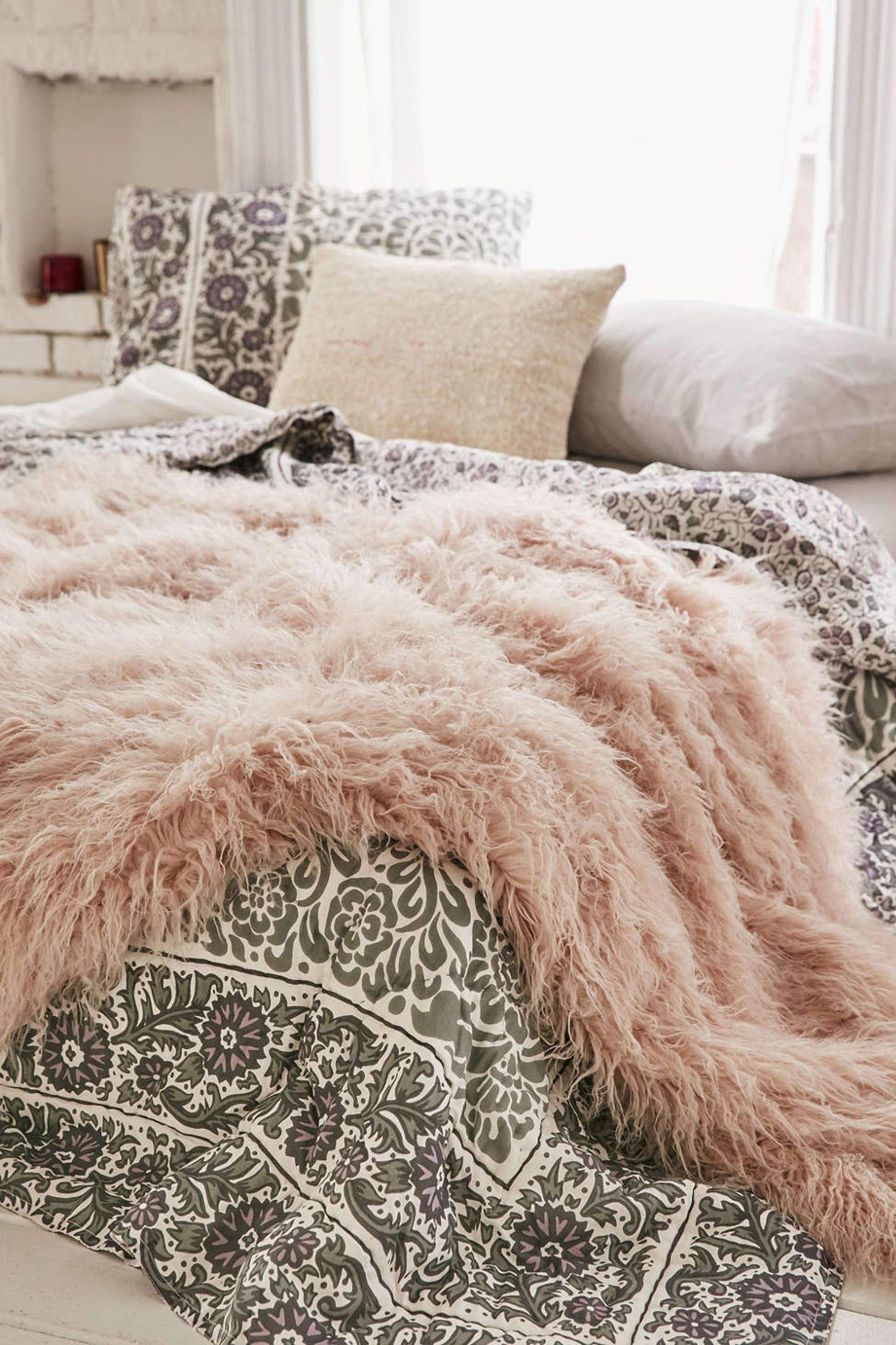 Faux Lamb Fur Throw Blanket - Urban Outfitters