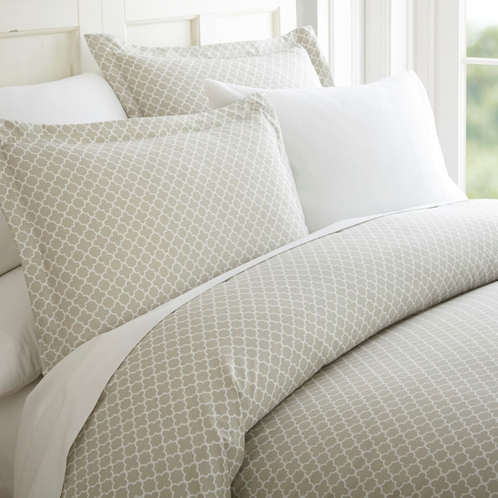 Ienjoy Home Premium Ultra Soft Quatrefoil Pattern 3 Piece