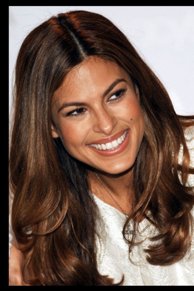 Eva Mendes Chocolate Brown Hair With Subtle Highlights Makeup