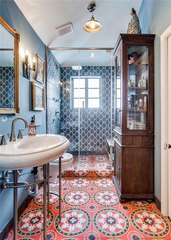4122 Palmarito St Coral Gables Fl 33146 Interesting Bathroom With Cement Encaustic Tile Floor Bathroom Interior Beautiful Bathrooms