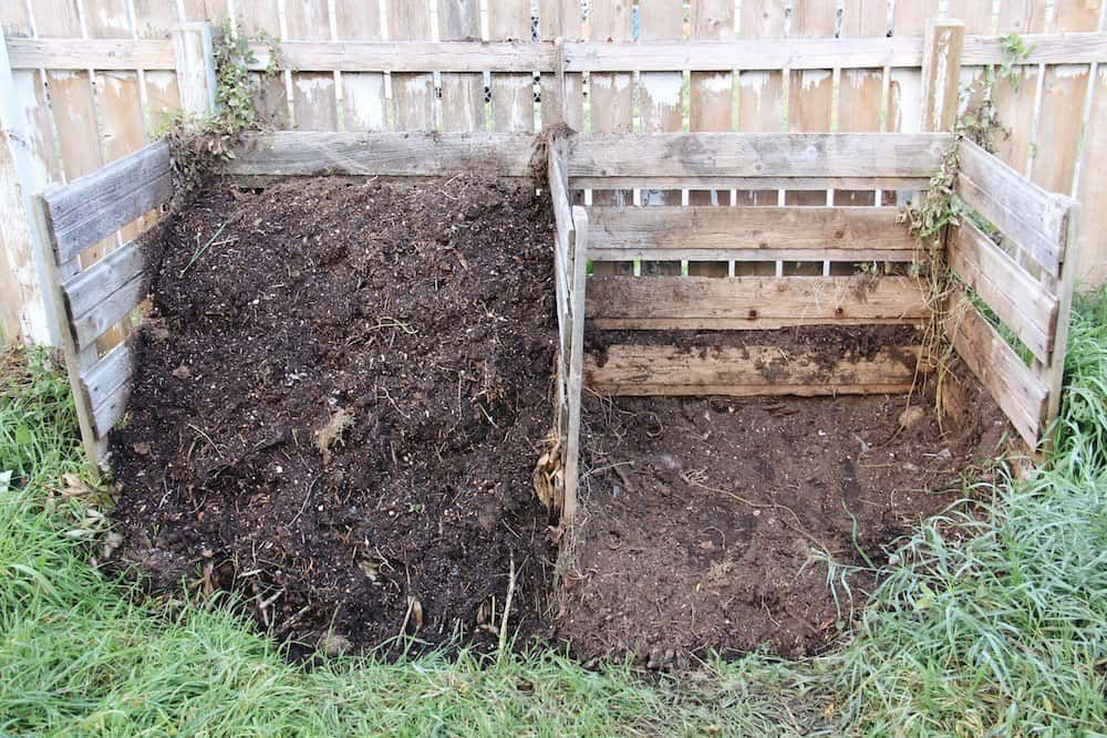 Organic Mulch Great Options For A Thriving Garden Organic Mulch Organic Plants Organic Gardening Soil