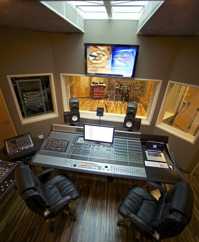 Un studio d 39 enregistrement et une solo studios - Meuble de studio d enregistrement ...