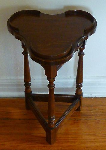 Antique Victorian Style  Small Side Accent Table  Cloverleaf Shaped  Home  Must Part 91