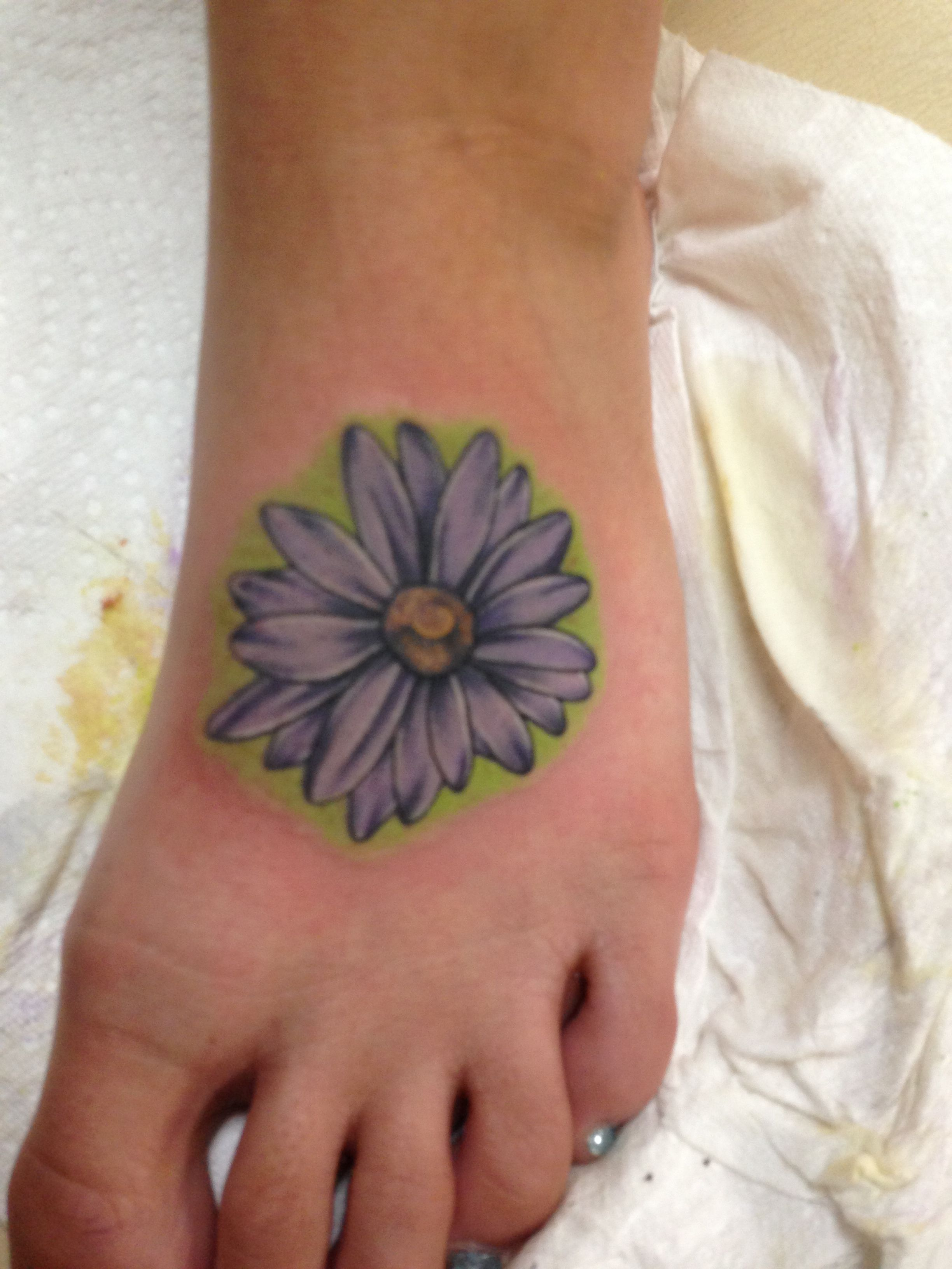 I finally got my gerber daisy tattoo!!!! Tattoos ️