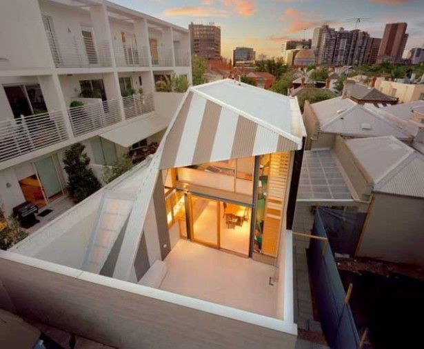 , Eyelid Roof In Unique House Design In Narrow Space: House with modern roof design picture