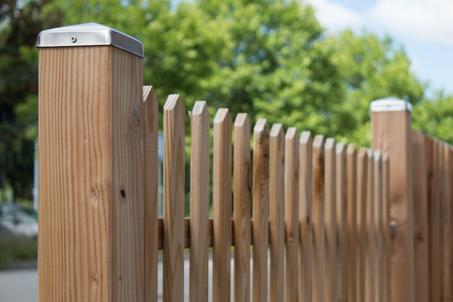 Holzgartenzaun Holz Braun In Reutlingen Zaun Holz Im Garten Gartenzaun