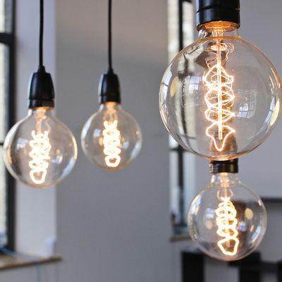 gl hbirne als lampe glas pendelleuchte modern. Black Bedroom Furniture Sets. Home Design Ideas