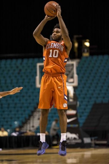Minnesota Golden Gophers vs. Clemson Tigers - 11/30/15 College Basketball Pick, Odds, and Prediction