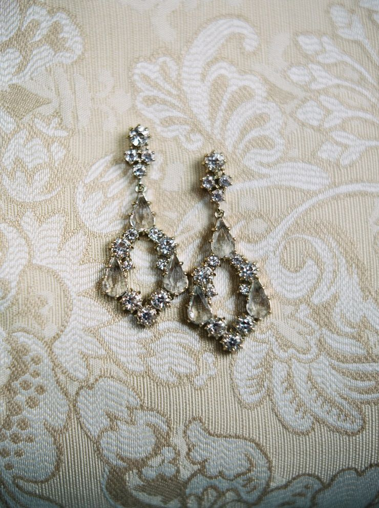 Gorgeous bridal earrings | fabmood.com