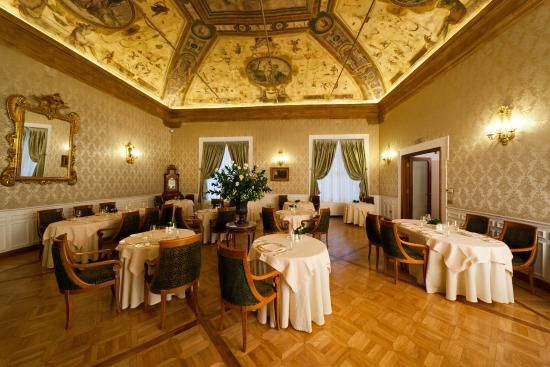 Let me decide where to eat today at icarracci in for Design hotel bologna