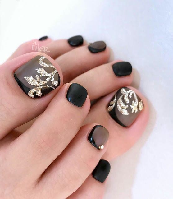 Black And Golden Toenails Arts Desgin Nails Pinterest Pedicures