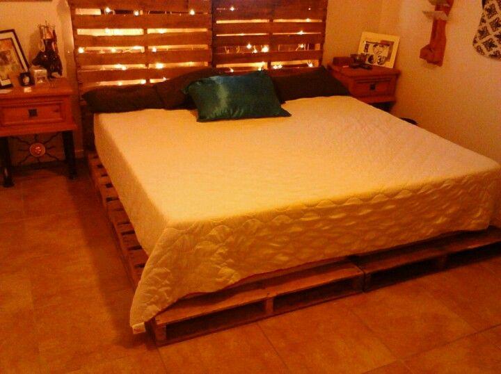 Wooden pallet bed | House | Pinterest