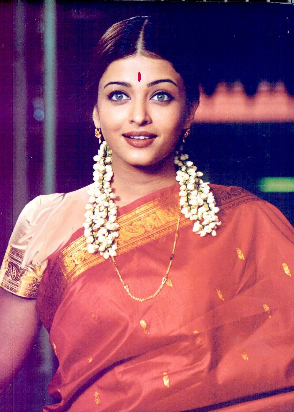 Aishwarya Rai Red Sari Aishwarya Rai Looks Like Tamil Girl In Red Saree Photos Most Beautiful Indian Actress Beautiful Indian Actress Aishwarya Rai Hairstyle