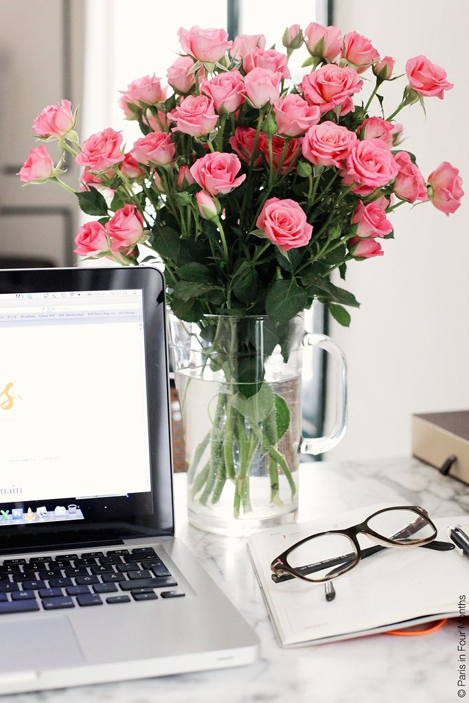 Home Office: Fresh flowers always lighten up the mood of every room. Great  addition to any desk :)