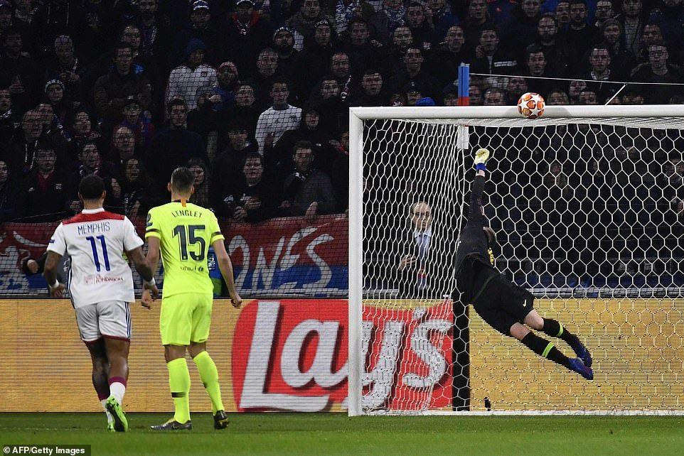 Lyon 0 0 Barcelona Messi And Suarez Miss Gilt Edged Chances To