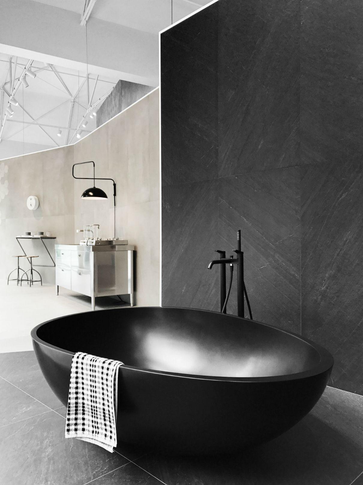 Marazzi Bathtub By Mastella Available At Snyder Diamond In Los Angeles Ca Bathtubs Luxurybath Designerbath B Luxury Bathtub Modern Bathtub Black Bathtub