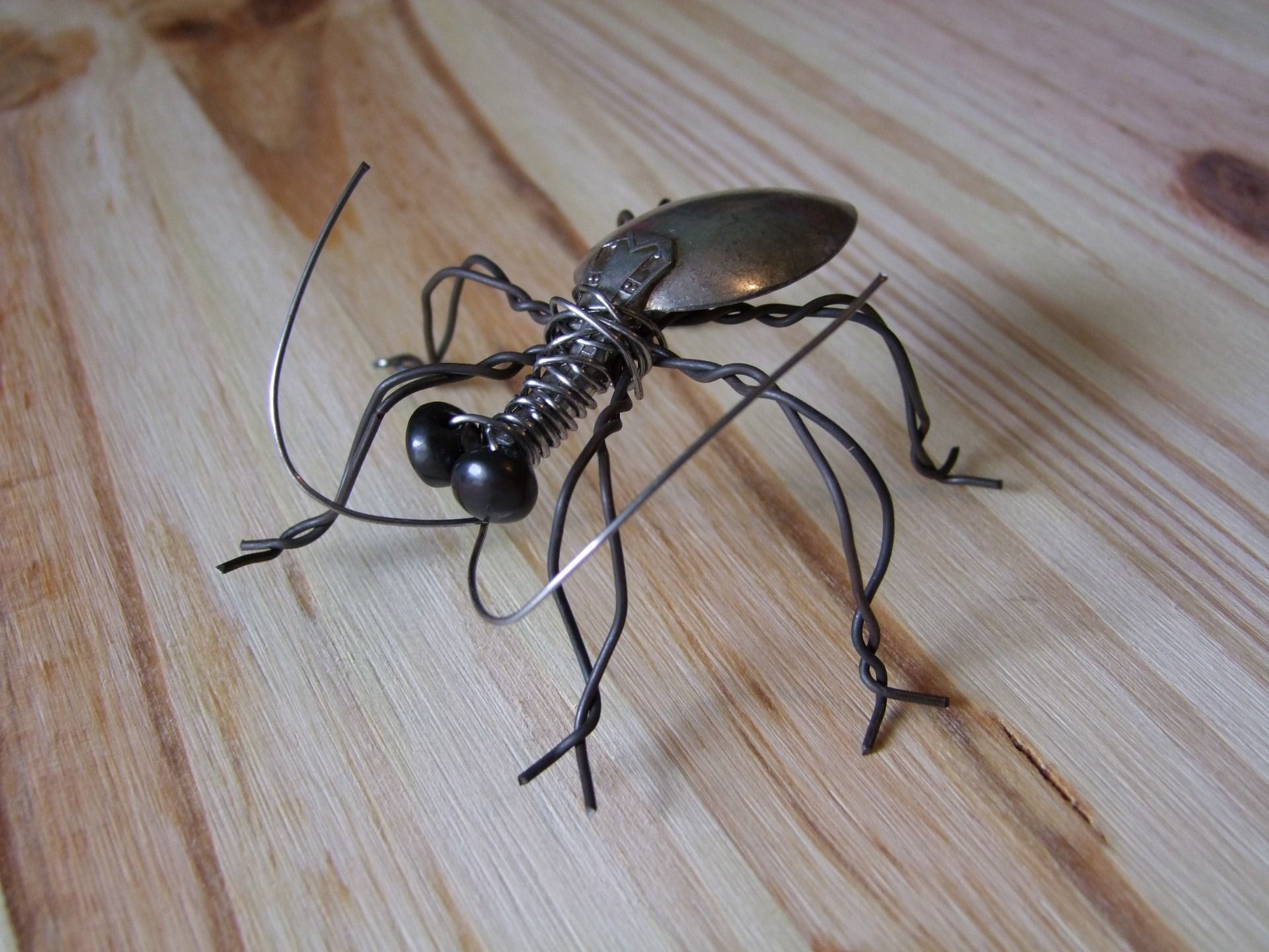 sculpture d 39 insecte en fil de fer et argent sculptures. Black Bedroom Furniture Sets. Home Design Ideas