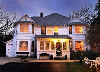 Special deals and packages at Old Victorian Farm House B bed