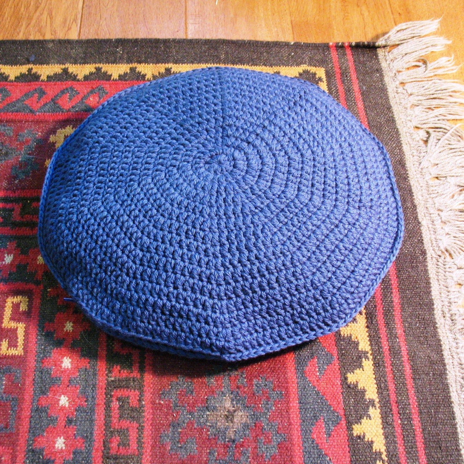 Here Is A Truly Easy Pattern For A Large Round Pillow That Can Be Used As