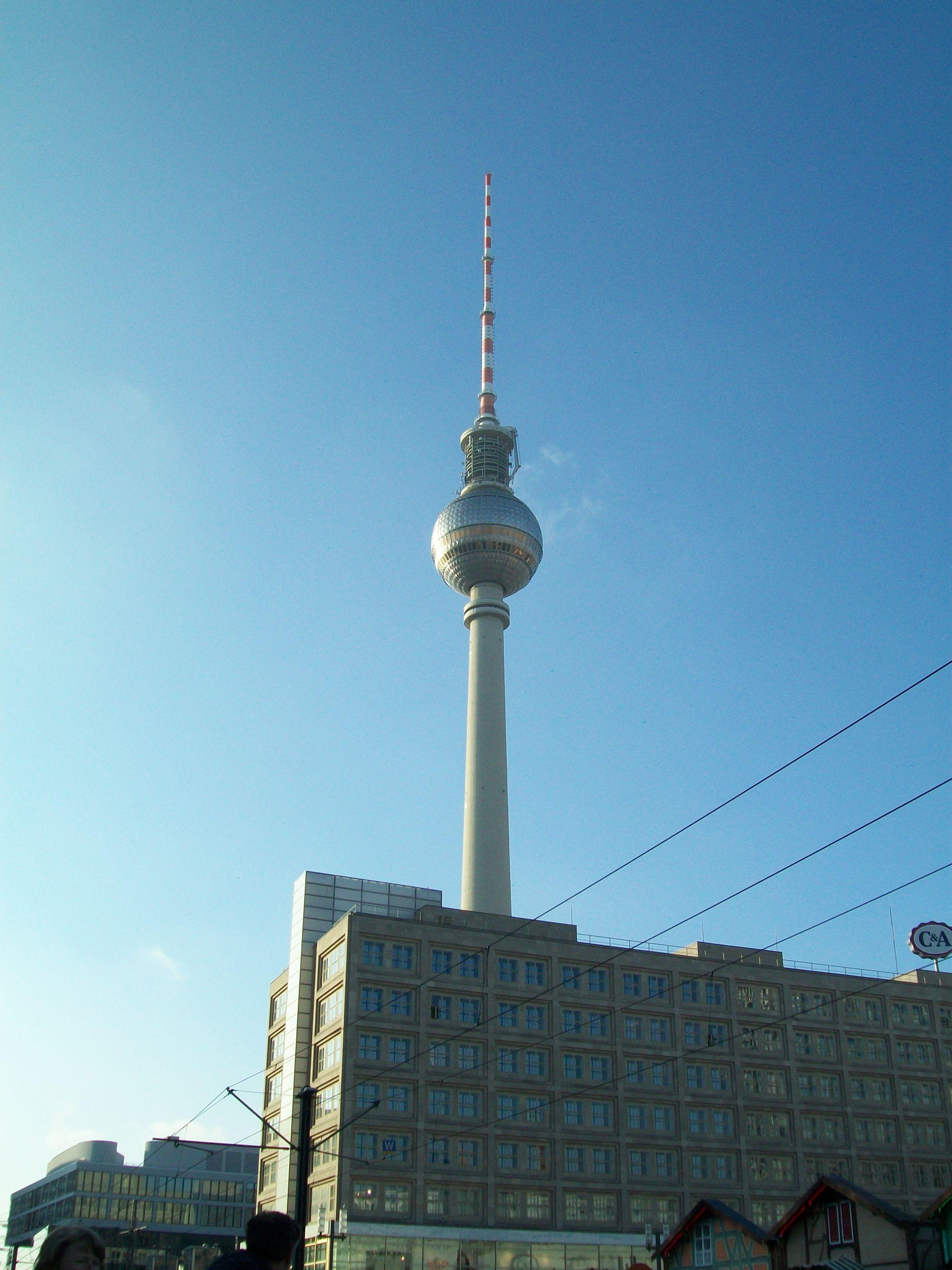 De televisietoren van het voormalige Oost-Berlijn. Gelegen op het Alexanderplatz.