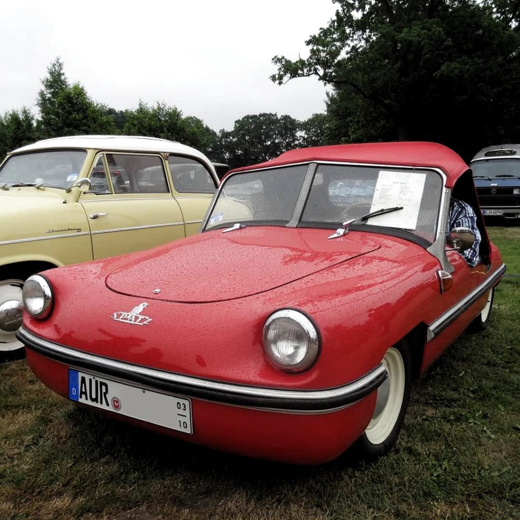 Victoria Spatz (1956-1957) in Bockhorn. 859 units were built. Spatz=sparrow. #VictoriaSpatz #bubblecar #microcar #rarecar #smallcar #cutecar #quirkycar  #germancar #germancars #kleinstwagen #retrocar #vintagecar #oldtimer #classiccar #vintagecars #carspotting #carspotter #classiccarspotting #vintagecarspotting #teilixVictoria #CarPhotography #classicsdaily #classiccaroftheday #petrolicious #automotivephotography #asundaycarpic #bockhorneroldtimermarkt #oldtimermarktbockhorn