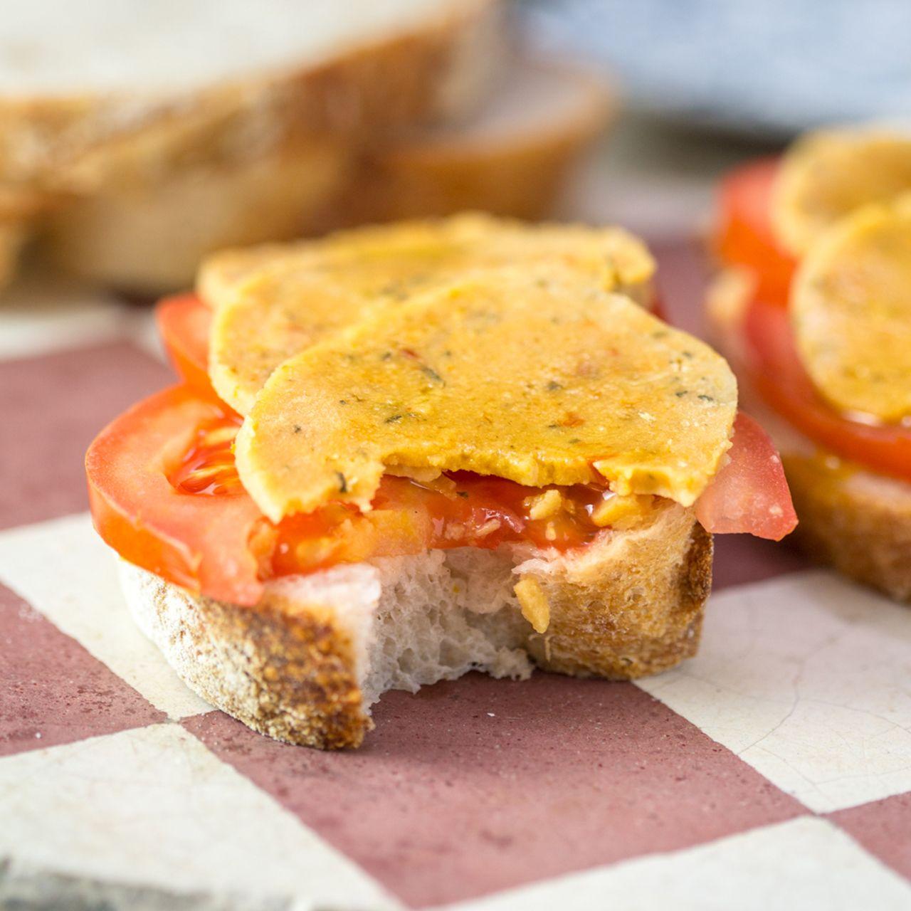 Photo of Ceci affettati vegani con capperi e pomodori secchi