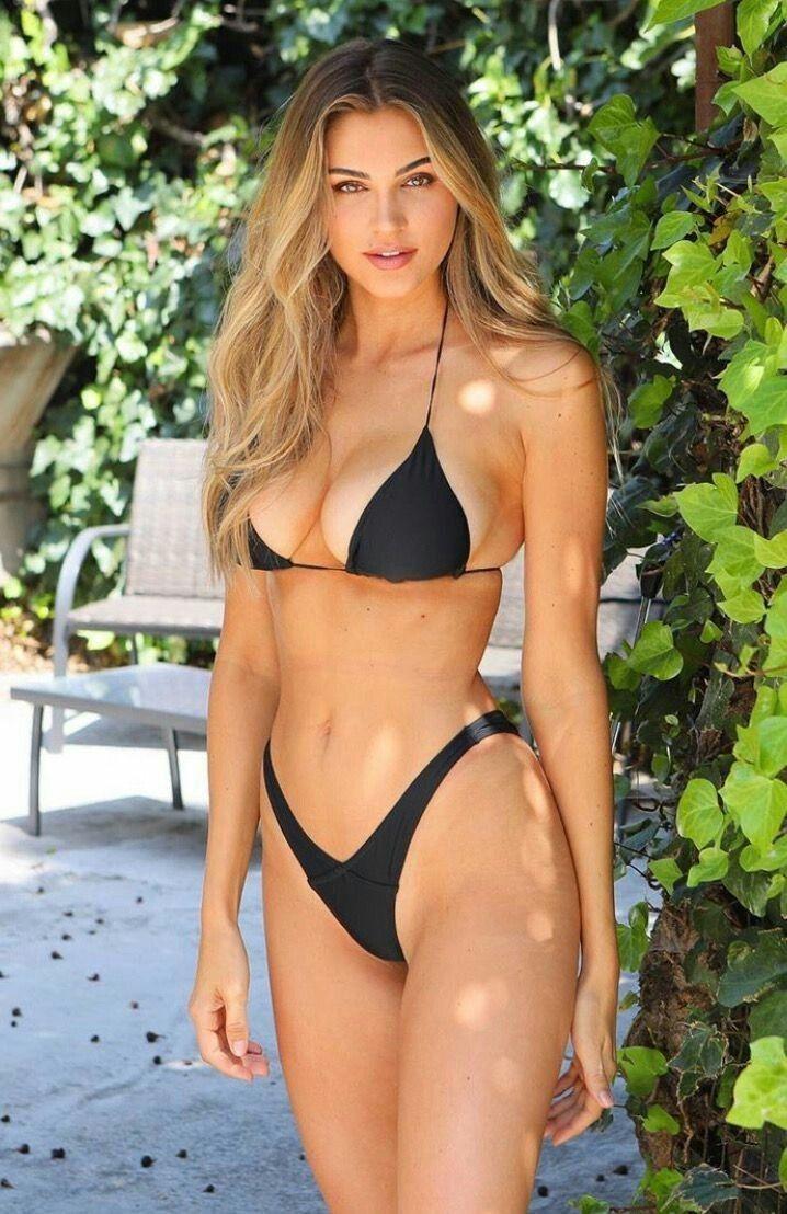 Girls bikini hot in JobbieCrew's 60